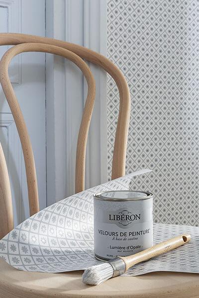 papier-peint-liberon-velours-de-papier-motif-florette-image-ambiance-application